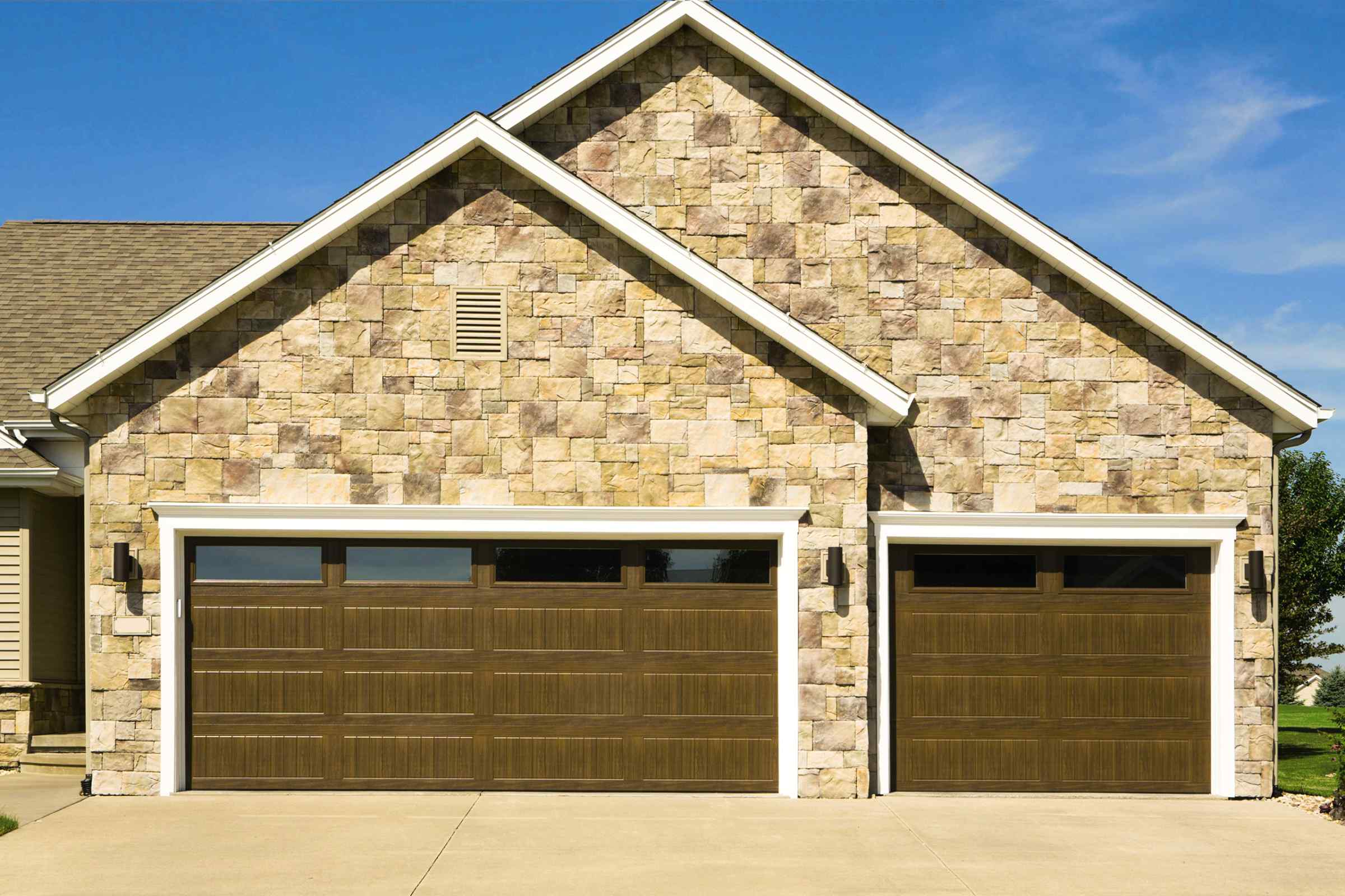 What Garage Door Should I Get For My Home Style